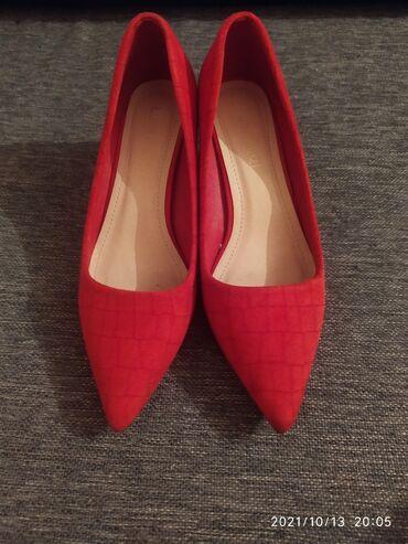 Продаю туфли 36 размера, одевала один раз, цена 1000 сом, в отличном
