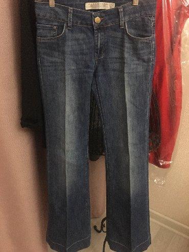Продаю абсолютно новые джинсы Zara, синие немного потертые, клёш от бе