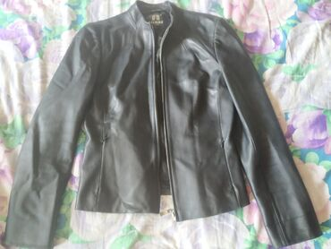Чёрная кожаная куртка, женская. Размер L. Кожа настоящая