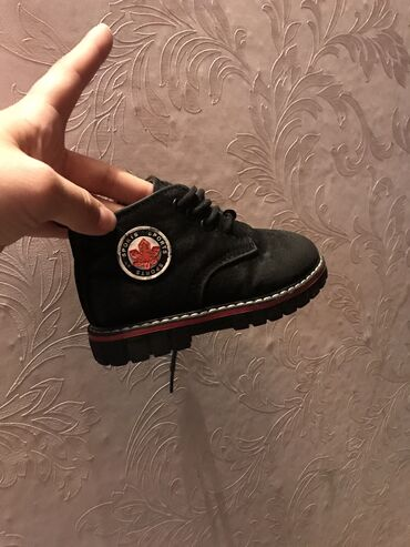Продаю детскую обувь мальчик 25 размер