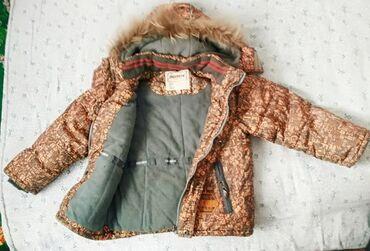 Куртка зимняя 4,5,6лет 6лет. Есть на рукаве 3 см касяк