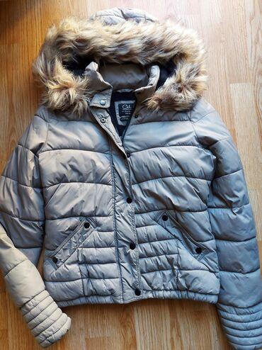 Zimska jakna sa krznom - Srbija: C&A zimska jakna, jako je topla i ima veliku kapuljacu sa masivnim