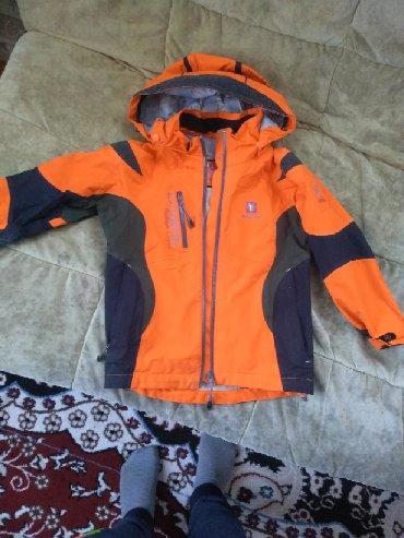 Верхняя одежда в Каинды: На мальчика ветровка состояние отличное. 5. 6. 7лет