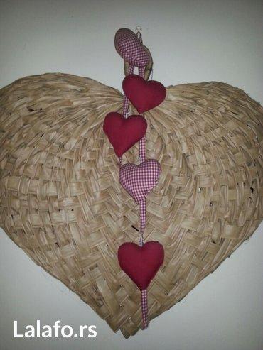 Prodaje se veliko srce i visecim platnenim srcima donisi ljubav u vas - Crvenka