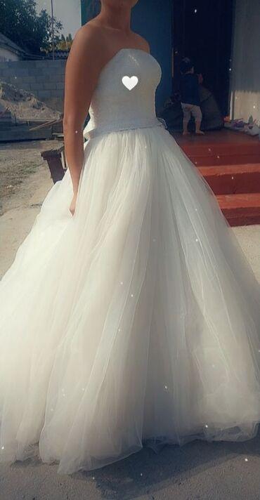 шикарно свадебное платье в Кыргызстан: Свадебное белое платье +кольцо. Одевала один раз. Верх полностью из