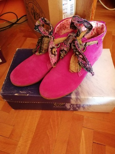 Ženska obuća | Nis: Cipelice,tzv strunfice. imaju maramu na vezivanje. pink boje od