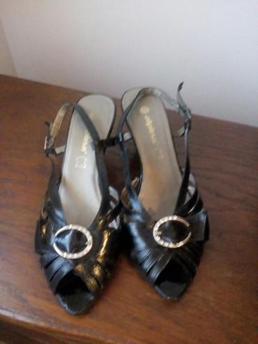 Sandale kozne, crni lak, par puta nosene br. 37,5, bez ostecenja. Cena - Crvenka