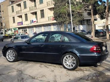 Bakı şəhərində Mercedes-Benz 220 2000