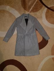 замшевые куртки в Кыргызстан: Серое пальто s-m 800 сом, оранжевая куртка s 700 сом, белая зимняя