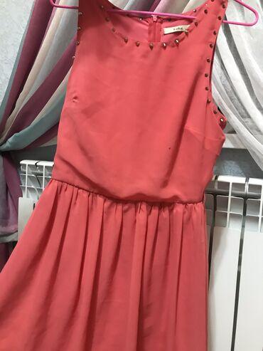 Очень красивое платье, маленькие шипы никак не чувствуются в теле!