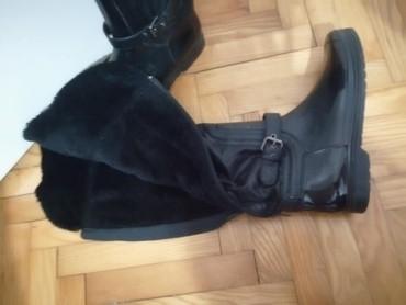 Čizme br. 39 Crne, polugumene, unutra postavljene do pola - Belgrade