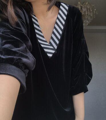 Новая блузка 50 размера, но на 44-46 тоже смотрится неплохо, особенно