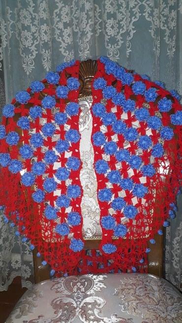 Вязаные шали ручной работы. пряжа турецкая. цена 2000 сом. в Бишкек