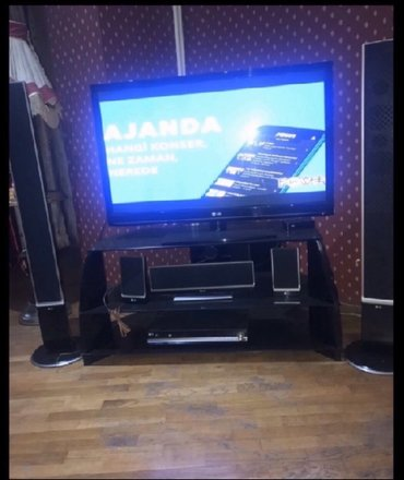 is ilanlari bakida 2018 - Azərbaycan: Lg televixoru,130 ekran,iki boyuk kolonkasi var,3 kicik kolonkasi