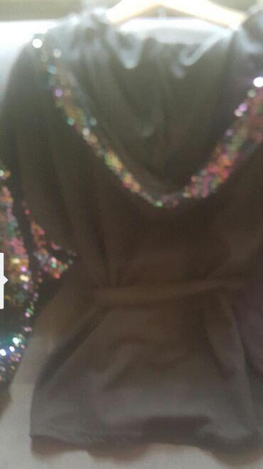 Жакет черный с ремешком.без пуговиц. рукава и капюшон стеклярус.размер