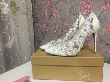туфли charles keith в Кыргызстан: Свадебные белые туфли - цена 3500 сом и вечерние черные туфли - цена