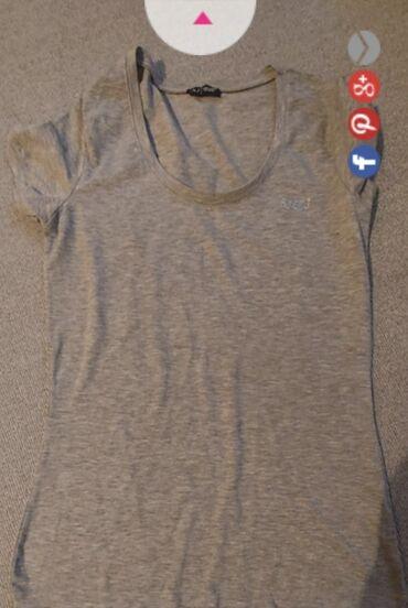 Majica emporio armani - Srbija: Siva Armani jeans original majica. Jedina mana je sto se isparao konac