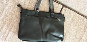 Kozna torba dimenzije - Srbija: Torba za laptop, crna, vestacka koza, dobijena kao poklon, nova