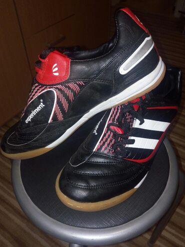 Patike za fudbal, jednom su nošene kao nove su. Broj 45