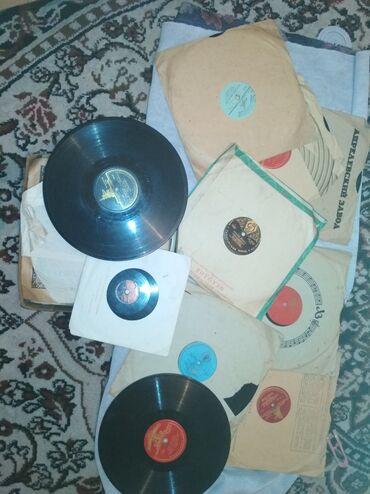 виниловые пластинки в Кыргызстан: Пластинки патефонные и ёлочные игрушки все по 100 сом