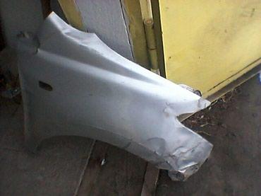 Правое переднее крыло ы тойота ист 2004 ,чуть мятое,сделать можно. в Novopokrovka