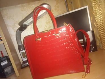 сумка-в-багажник в Кыргызстан: Женская сумка, качество люкс, лаковая,рисцнок крокодил.новая