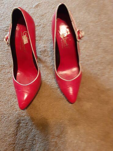 Crvene,kozne salonke.Stikla.Moze u kombinaciji sa tasnom,marke
