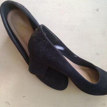 razmer 38 39 в Кыргызстан: Туфли на маленьком каблуке, одеты пару раз, состояние хорошее