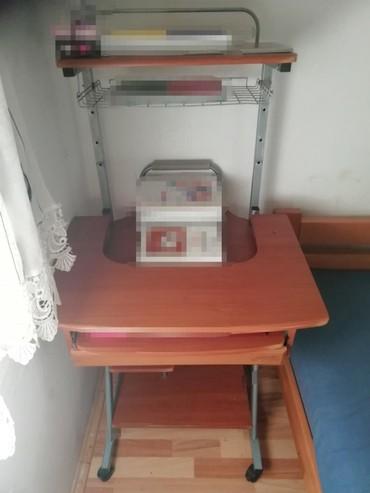 Ostalo | Svilajnac: Radni sto ima tragove korišćenja sve je u funkciji