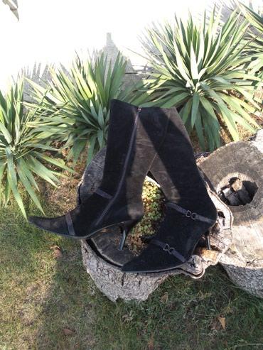 Čizme crne do kolena,par puta obuvene,veličina 40 - Vrsac