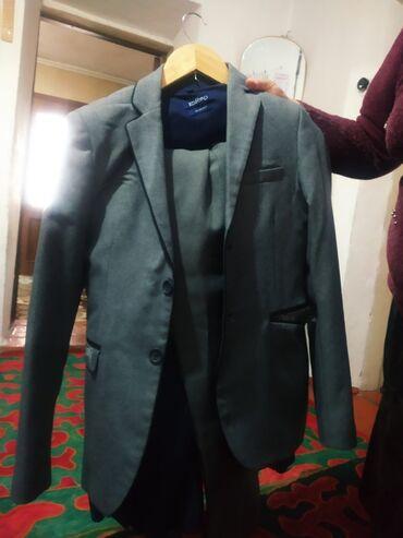 Цена:1500 Размер:44 костюм целый носили один раз штаны желетка всё на