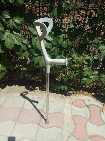Ходунки, костыли, трости, роллаторы - Кыргызстан: Костыль металлический с подлокотником. Почти новый