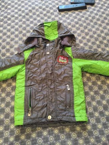 Деми куртка на мальчика 3-4 года нужно в Бишкек