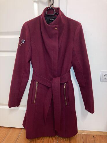 Ženski kaputi - Srbija: Najlepši model kaputa koji je Stradivarius izbacio.  Boja je bordo-tru