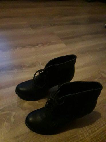 Crne kožne čizmice na stiklu - Novi Pazar
