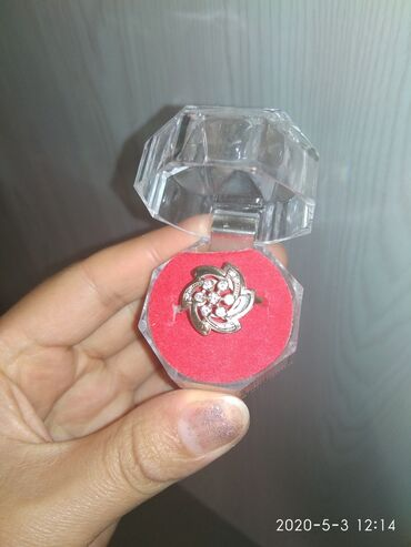 Украшения в Каракол: Продаю 2 кольца золото . проба. 383 размер 18. грамм.3.5. каждая
