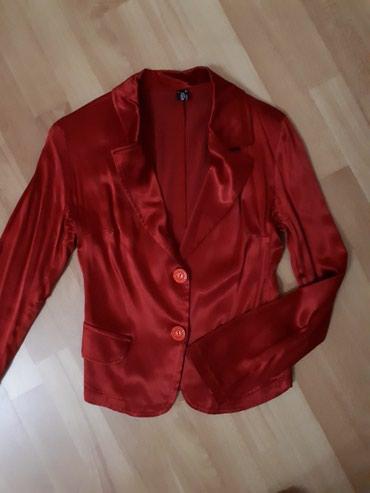 Crveni sako od satena, br. 36. nije nosen, kao nov. Boja otprilike kao - Jagodina