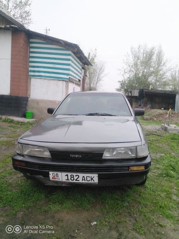 Toyota Camry 2 л. 1987   111111111 км