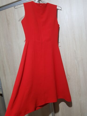 Милое платье mia, размер s, в отличном состоянии, носили 2 раза