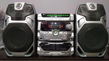 Продаю LG музыкальный центр. есть AUX как усилитель. отл. басс