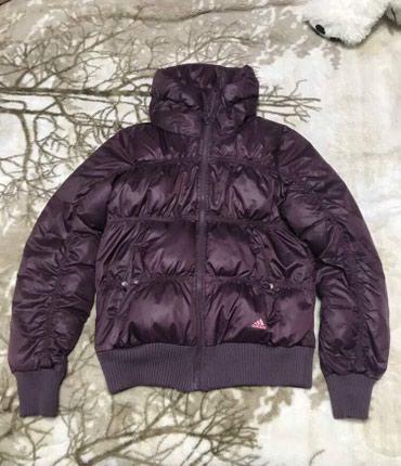 Куртки - Кыргызстан: Пуховик Adidas оригинал новый но без этикетки, размер S