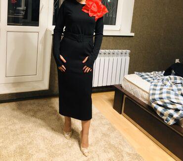 Чёрное платьице очень красиво смотрится