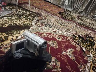 Видеокамеры - Кыргызстан: Камера сотилади 2000 минг ишледи кассетаси йук холос