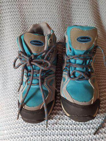Dečije Cipele i Čizme - Crvenka: Zimske cipele,univerzalne broj 33/28 nepromočive veoma očuvane