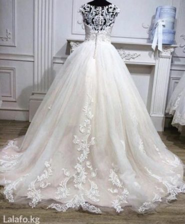 Свадебные фужеры - Кыргызстан: Продается итальянское свадебное платье бренда Nora Naviano, размер
