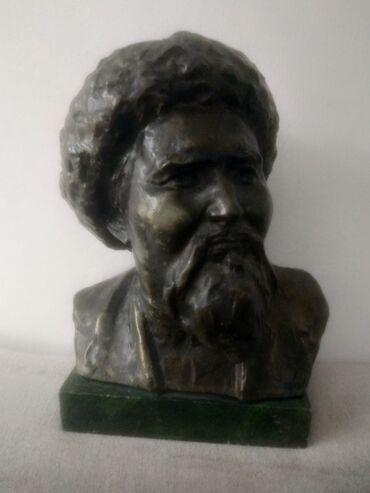 Бюст Токтогул Сатылганова