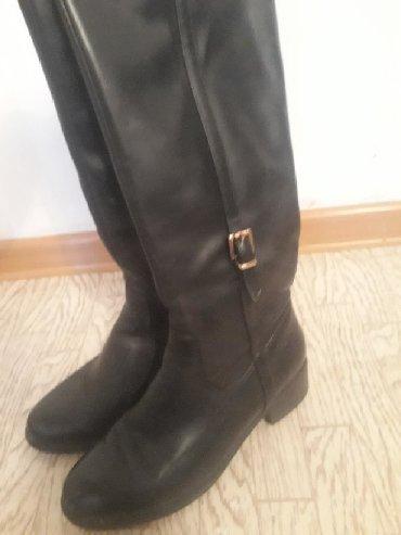 Женская обувь в Токмак: Продаю деми сопоги в хорошем состоянии покупали в Москве кожа