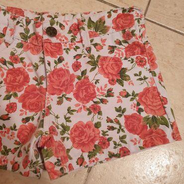 Letnji cvetni sorts za devojcice. Narandzaste boje sa belom podlogom