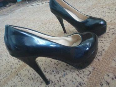 Продаю туфли на каблуке состояние хорошее 39размер в Беловодское