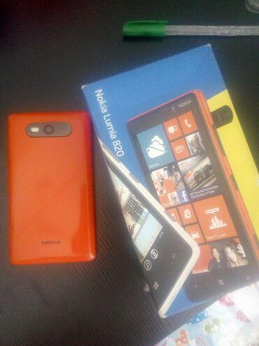Endirim edildi.Nokia.Lumia 820.ekrani qirilib.duzeldib isletmekde
